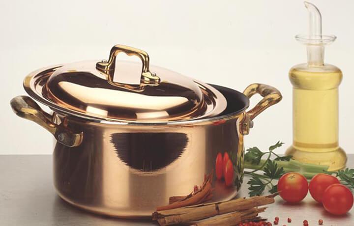 Utensili da cucina in rame tra tradizione e innovazione for Appendi utensili da cucina
