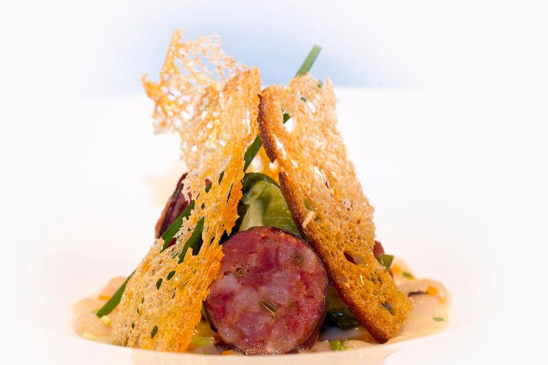 Zuppetta di fagioli di Montefalcone con scarola stufata e salsiccia pezzente di Nero Casertano