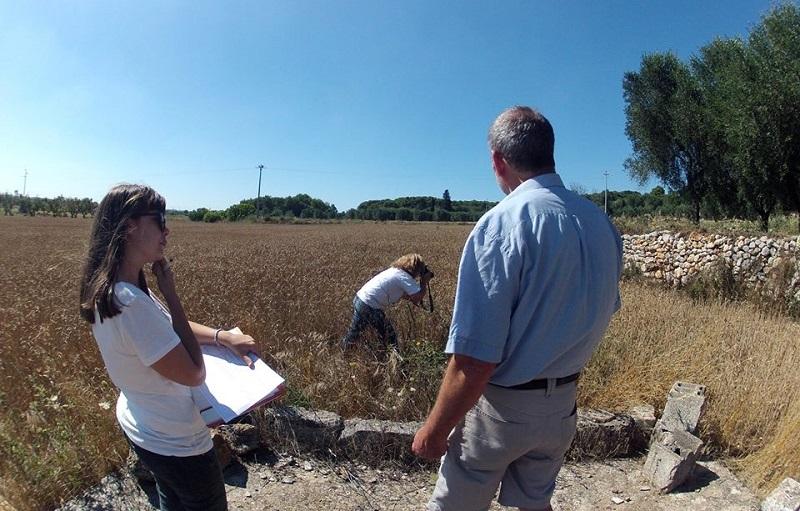 I ricercatori dell'Università del Salento al lavoro nel Campi Sperimentali