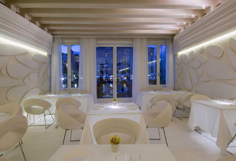 Antinoo's Lounge