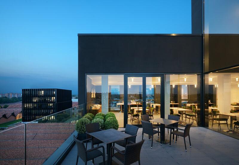 Ristorante all m89 hotel milano design e gusto con vista for Piani di costruzione di stand del ristorante