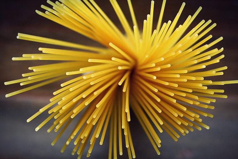 Spaghetti tartare di gamberi rossi e limone verde