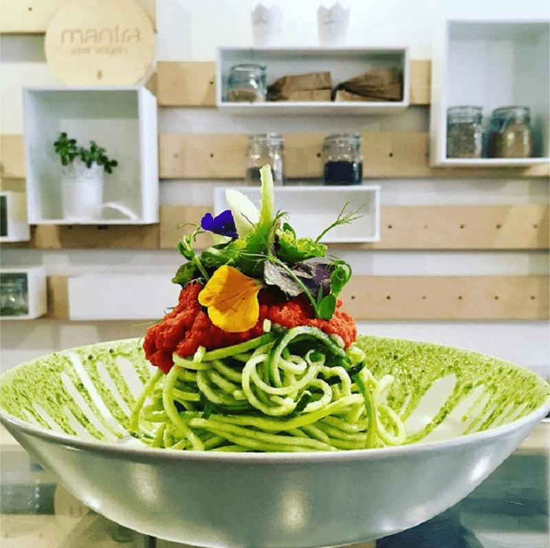 Spaghetti di zucchine ricetta crudista