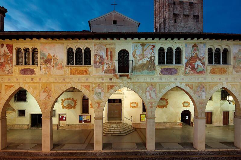 Prosecco Superiore Conegliano Facciata Duomo Notturno