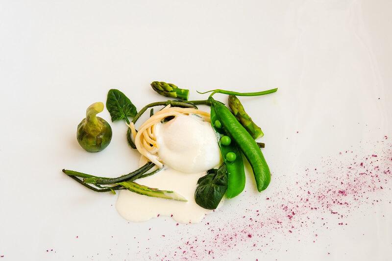 Giancarlo Bellino Executive Chef Consistenze di verdure primaverili con uova di montagna e parmigiano liquido