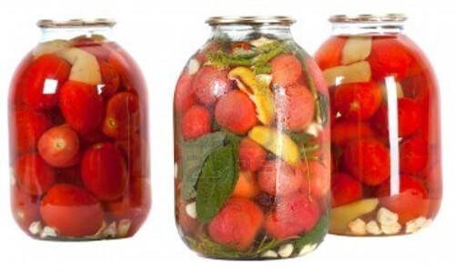 Conserve di pomodorini rossi