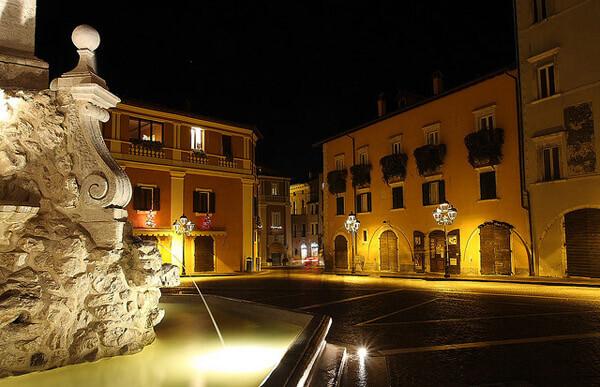 slide piazza notte lav