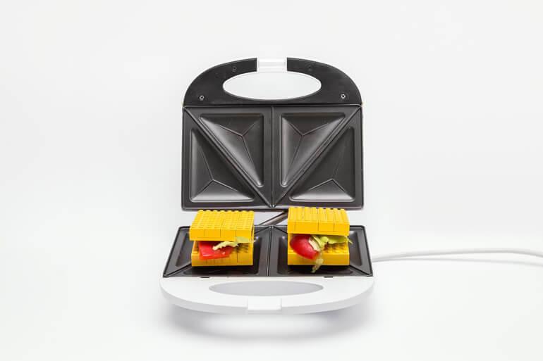LEGO_toast