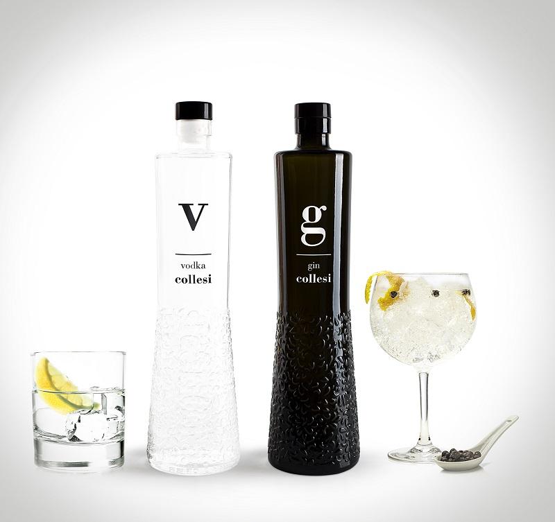 Bottiglia vodka+gin+bicchieri