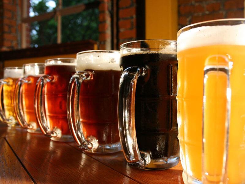 un mare di birra sul prato