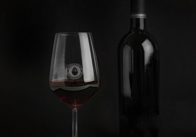 primitivo di manduria bicchiere e bottiglia