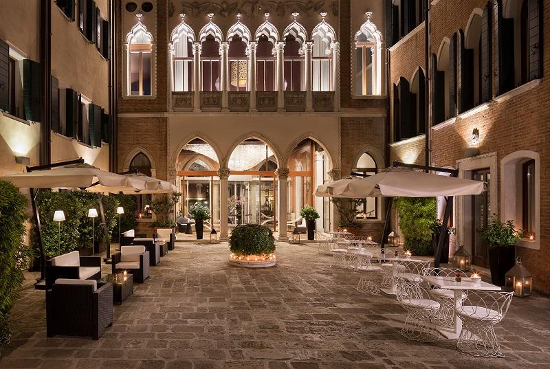 Ricetta per San Valentino Lingotto al fondente con burro di arachidi salato e lamponi Antinoos Lounge Restaurant