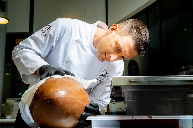 Alberto Simionato Uovo di Pasqua in laboratorio