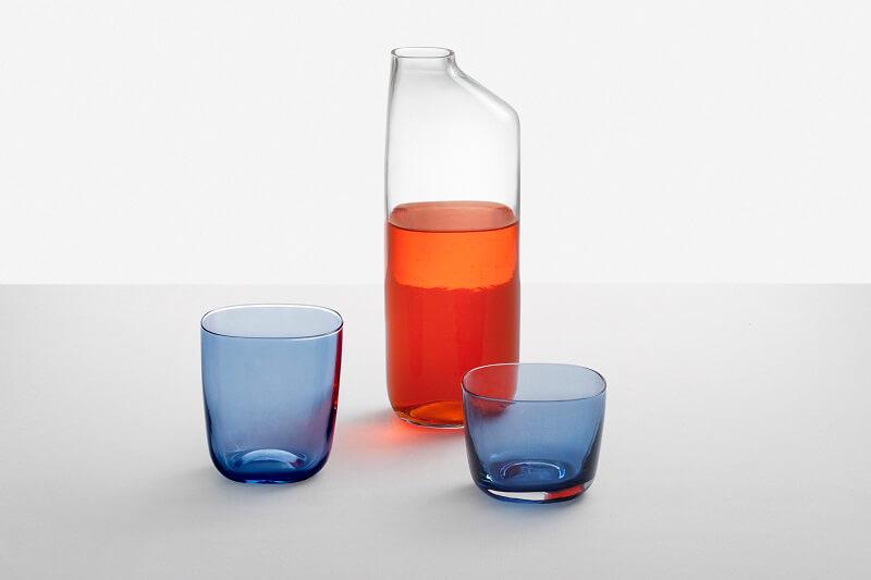 Clear jug and blues glasses Vesi by Emanuele Pizzolorusso Accessori per la tavola Ichendof Milano