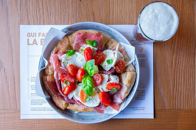 Pizza al Padellino Crudo Bufala e Pomodorini Birreria di Eataly Roma